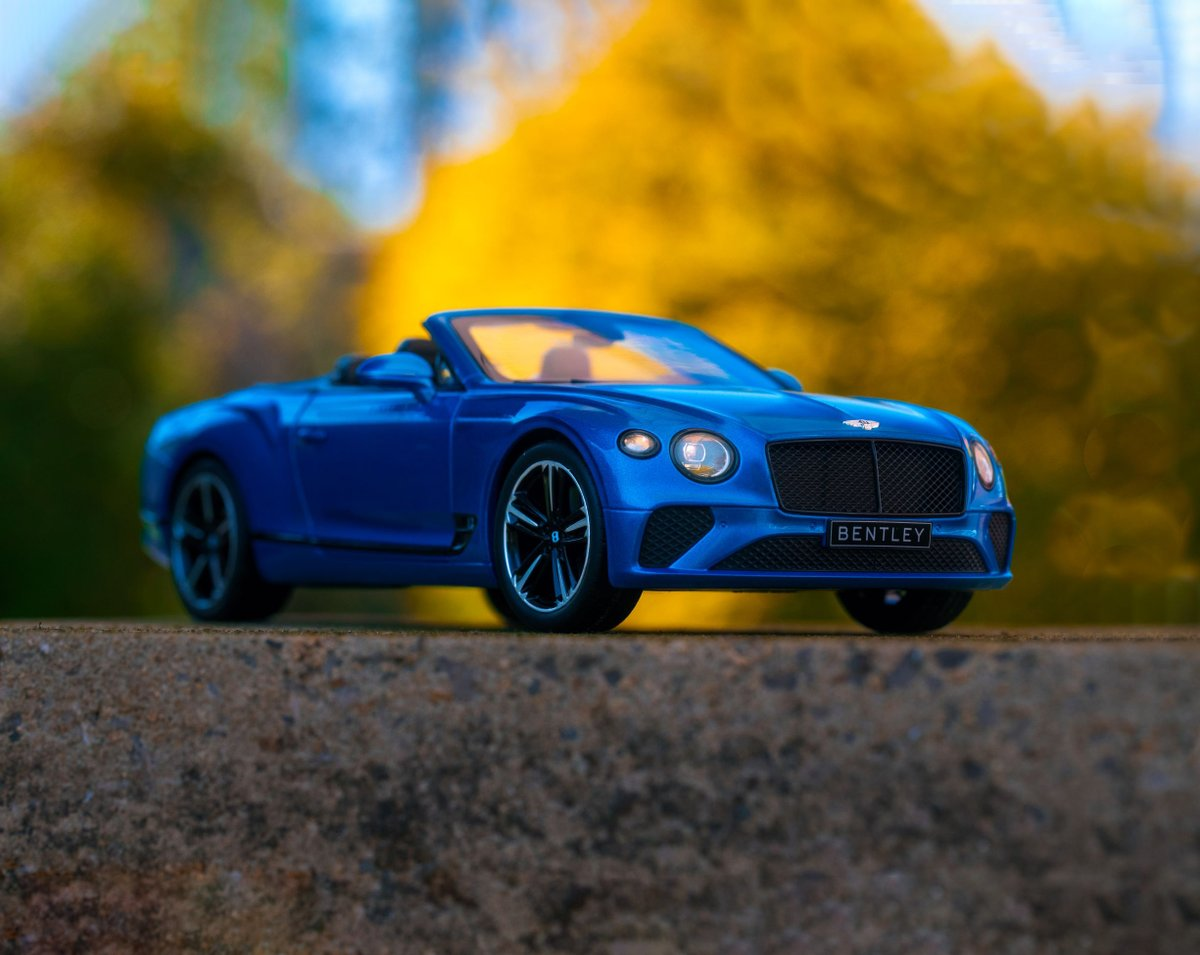 Following the #StayHomeStaySafe guidelines, our content team have had to get creative to capture fresh product assets... We bring you the 1:18 #Bentley #ContinentalGT #Convertible pic.twitter.com/s6EZPkQMd4
