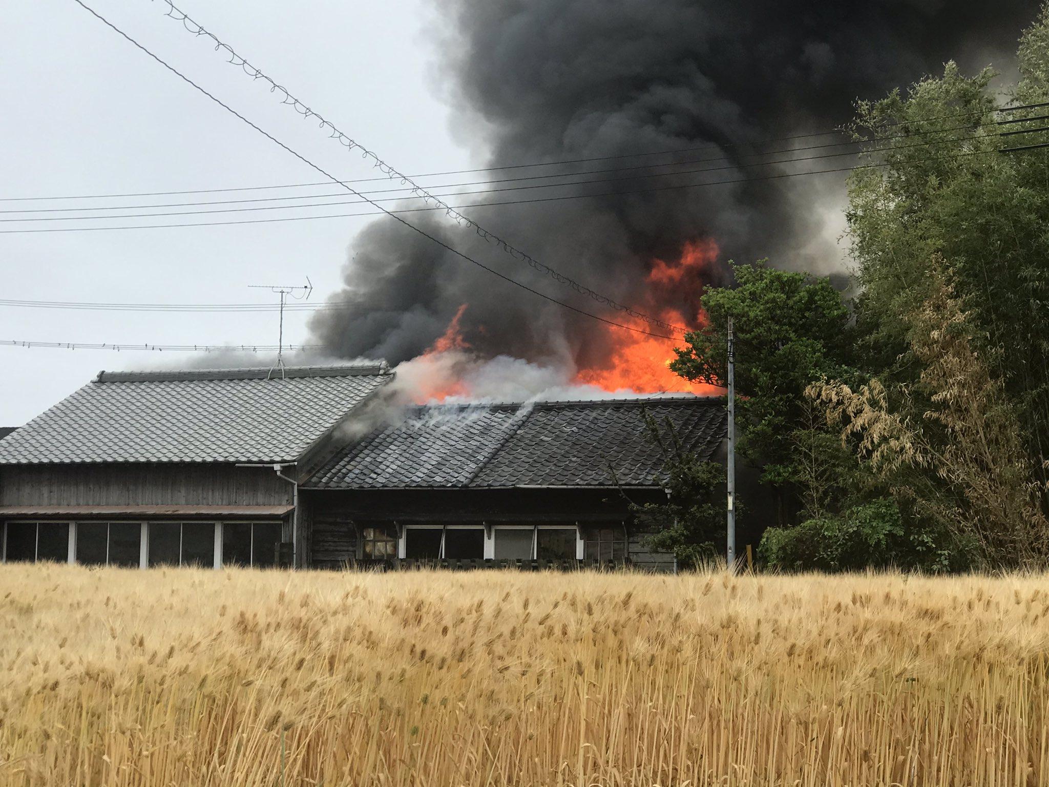 兵庫県稲美町で火事が起きている現場の画像