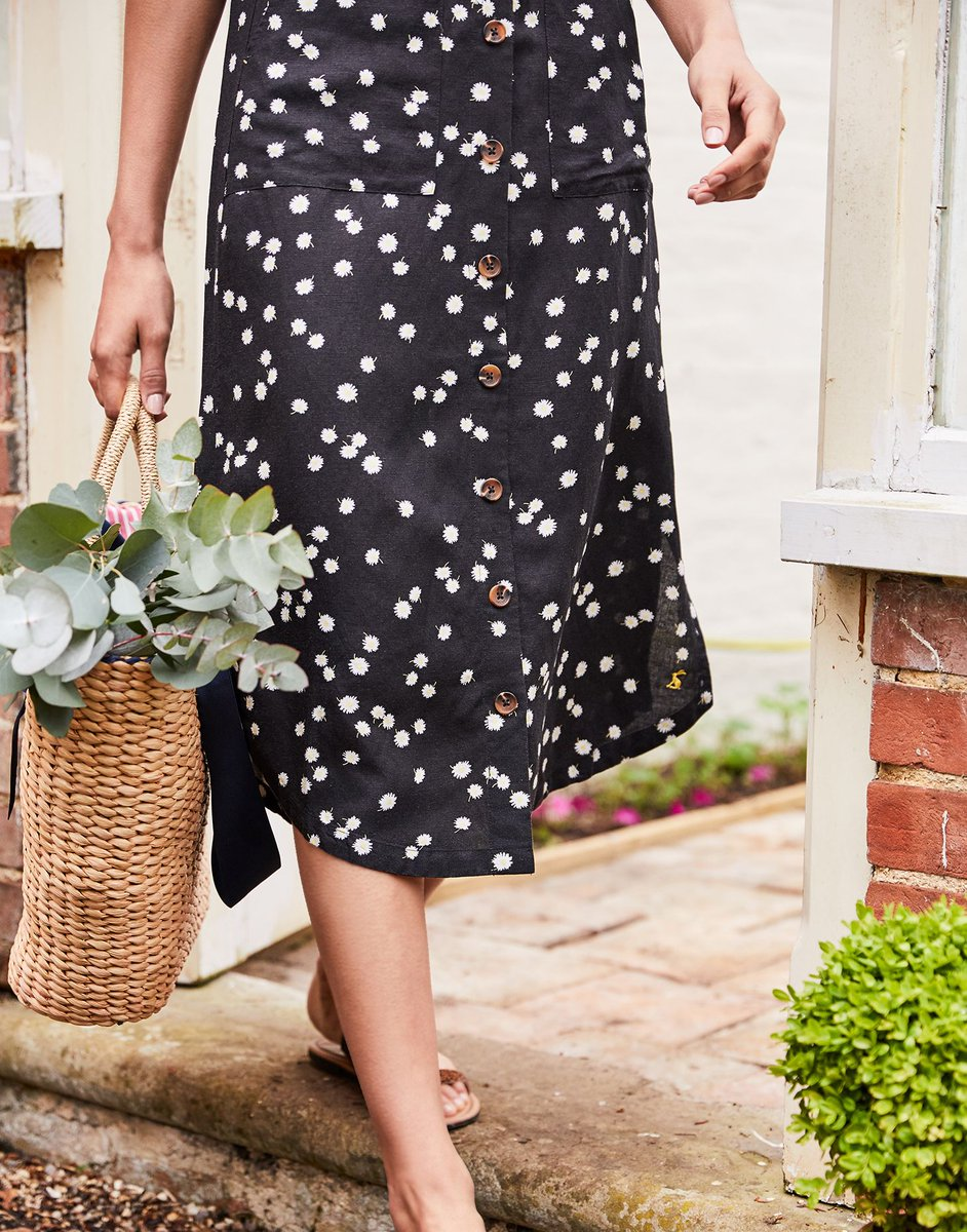 From jumpsuits and tops to the most summery of accessories, there's lots of ways that you can enjoy our favourite print of the season   Shop the Daisy print > https://t.co/4LUENbyMis https://t.co/GitcujNisl