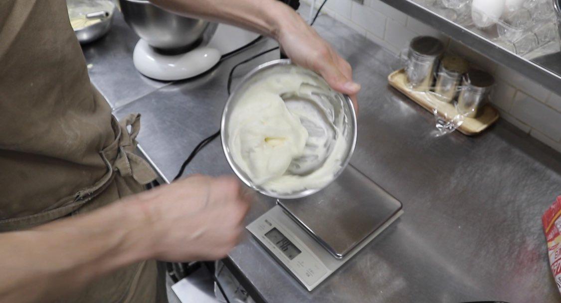 これがパンケーキに3年費やした結果! ベーキングパウダーなし! たまごの使用量はたったの1個! スプーンで混ぜてスプーンで乗せて、フライパンで作れるふわふわのパンケーキ! ベーキングパウダーなしでここまで膨らませたから褒めて欲しい。 国民的パンケーキ賞ください。
