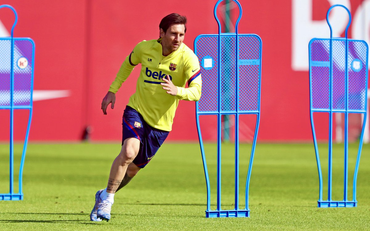 Realistic portrayal of opposing defenders attempting to mark Leo #Messi. <br>http://pic.twitter.com/WHaHl0RAsX