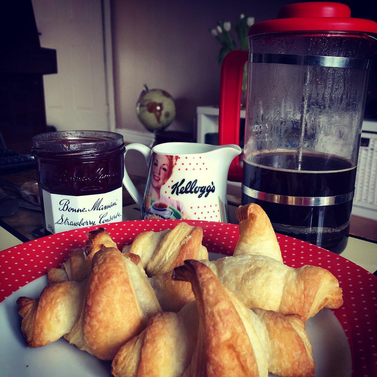 When @Cjprice88 makes fresh #croissants & #coffee. Fiancé goals. #breakfast #pastrychef pic.twitter.com/1aJHmxacAC