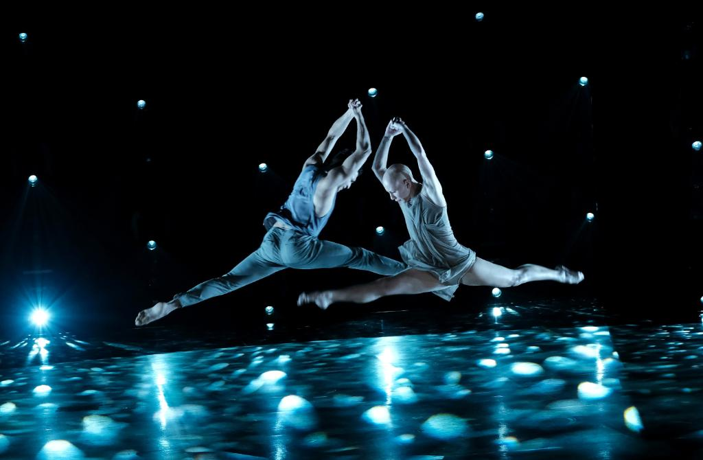 Tag someone you'd take a leap for! 👇😍 #SYTYCD https://t.co/9N3jBZLC2y