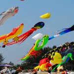 Image for the Tweet beginning: Kite festival in Cha Am.