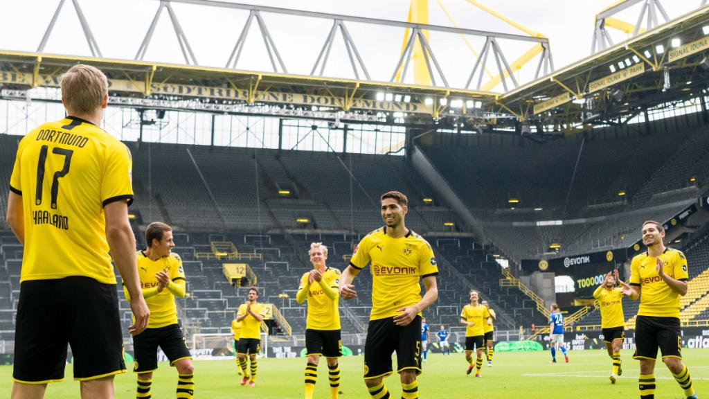 Social Distancing Celebration™️ by @BVB