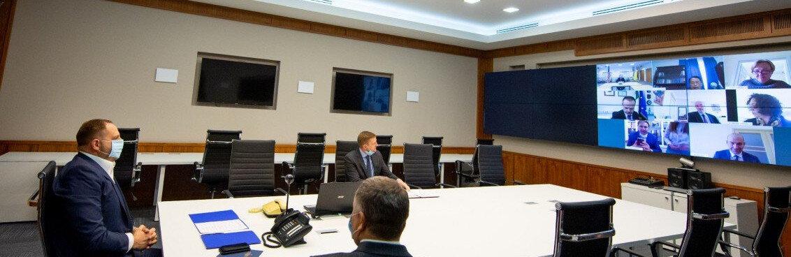 На переговорах в Минске «представителям народа Донбасса» со стороны Украины пришлось сидеть молча…