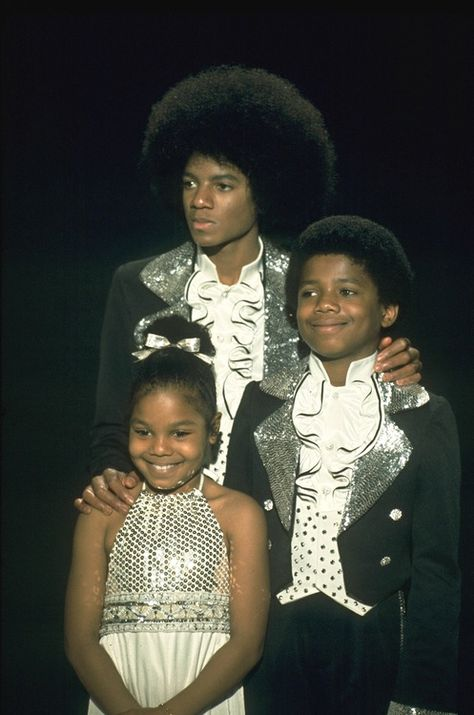 17 year-old MJ with his younger siblings Randy and Janet #mjinnocent #jacksonfamily #ILoveYouMJpic.twitter.com/6gnjQBUX8i