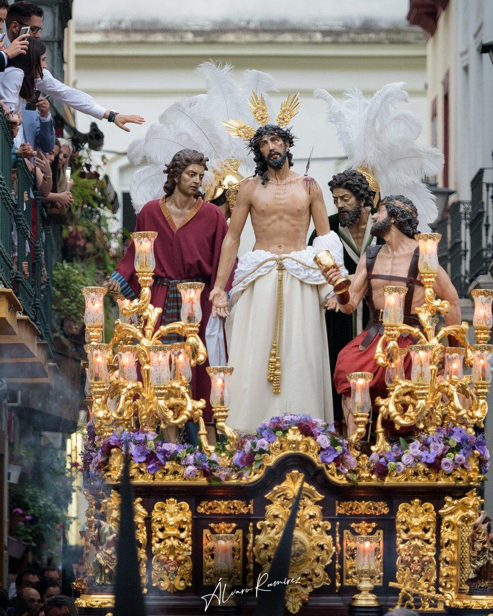 Tocando la mano de Dios 📸: @aramirezdc @DiarioPasionESP ⛪: @Jesus_Despojado  #Despojado #SemanaSanta #Andalucia #Andalucía #Sevilla #Seville #Cofrade #HolyWeek #Andalusia #PicOfTheDay #InstaPhoto #Nikon https://t.co/H8eHwQFfja