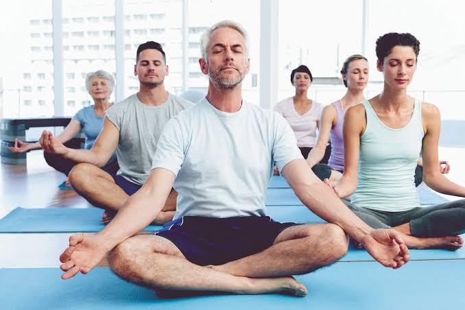 Esse curso é ideal para você que deseja se conectar com a energia de cura e transformação do Yoga. Seus clientes vão aprender a aplicar o Yoga para melhorar a qualidade de vida, prevenir doenças, gerenciar o estresse http://hotm.art/gstwLpFP  #yoga #relaxar pic.twitter.com/hArwfB3TgR