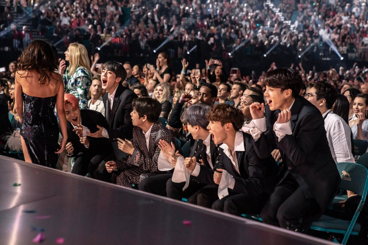 their BBMAS photos last year was everything too they deserve everything <br>http://pic.twitter.com/9NjPuX4nGo