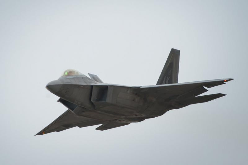 Pilot ejects safely as #F22Raptor crashes in #Florida