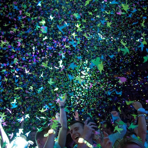 Can you name this concert just by the confetti? 🎉⬇️
