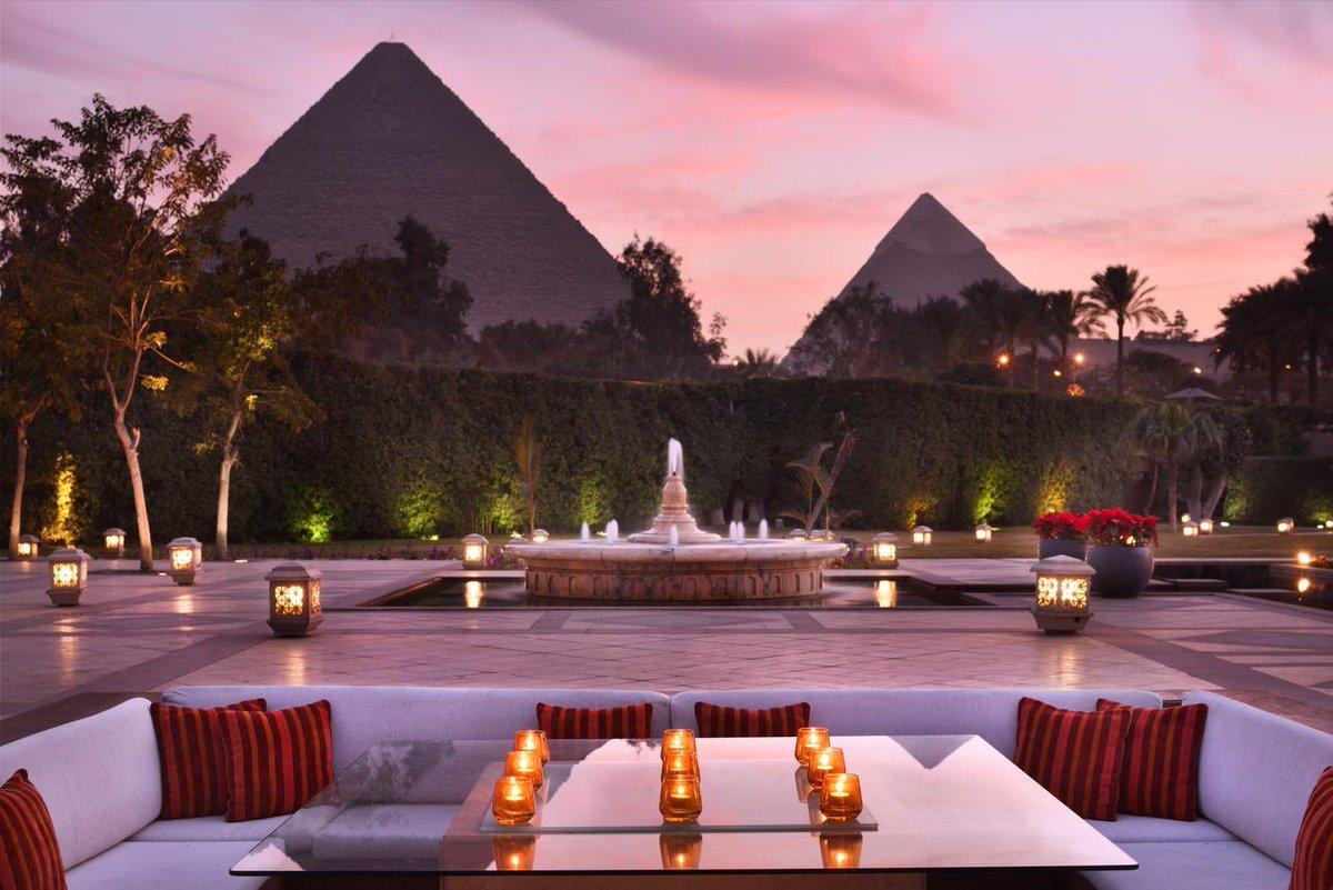 قامت مجلة التايم باختيار قائمة بأعظم المواقع العالمية بناء على عدةعوامل.وكان نصيب الشرق الأوسط(ه)مواقع فقط هي:1-مركز إثراء -السعودية2-متحف اللوفر-أبوظبي3- عالم وارنر -أبوظبي4- جامع القرويين-المغرب5- فندق ماريوت مينا هاوس-مصر. نحتاج إلى معالم معمارية برموز عالمية(landmarks) https://t.co/Az37W1T15S