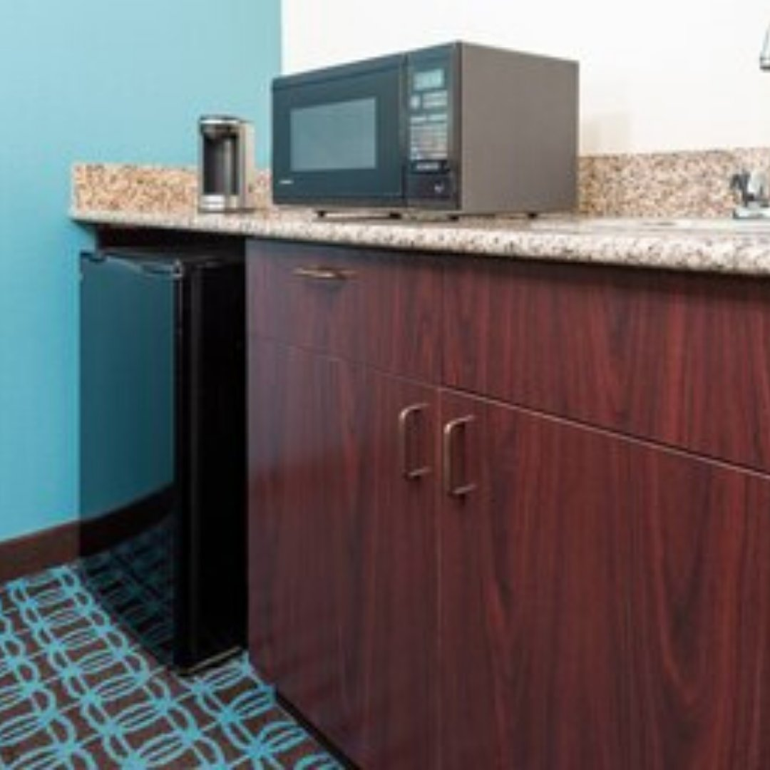The kitchenette in our King Guest Room is perfect for a cozy night in! To learn more about our hotel, be sure to click the link below! #owensboro #kentucky #visitkentucky   https://bit.ly/2YNM6Zipic.twitter.com/9Z0eciLXlS