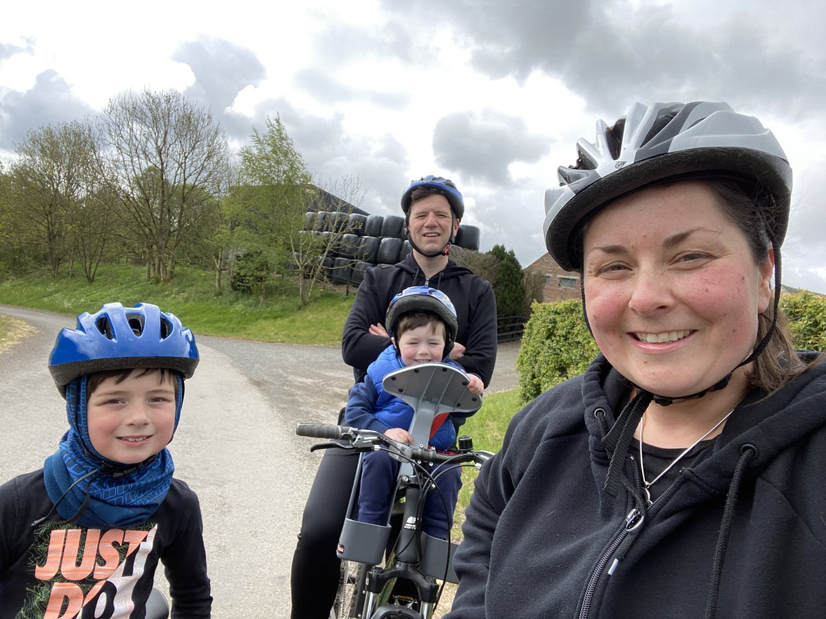 Weather held for Family Cycle yesterday. Stop for selfie - snack time for Lyle! #funtimes #stayactive #10km pic.twitter.com/wLwCh3AQce