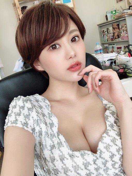 グラビアアイドル山本ゆうのTwitter自撮りエロ画像2