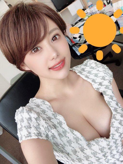 グラビアアイドル山本ゆうのTwitter自撮りエロ画像3