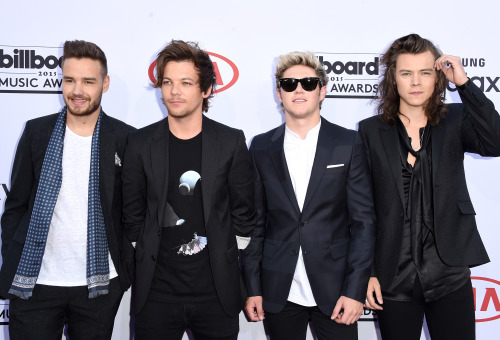 Today (May 17) in 2015 - 1D hit the BBMAs, presenting Top Radio Song and picking up awards for Top Duo/Group and Top Touring Artist!  <br>http://pic.twitter.com/yRys7ipa9n