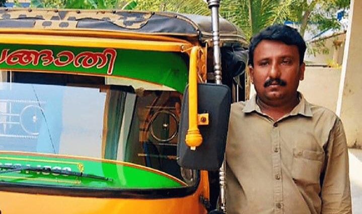 Ajayan,an auto driver from Kerala home delivers essential commodities to people from Kumarakom for free.  People can just ring him up and he gets them the supplies of what they need. It has proved especially very useful for the elderly living alone & families with small children https://t.co/ClSRJ4HL1K