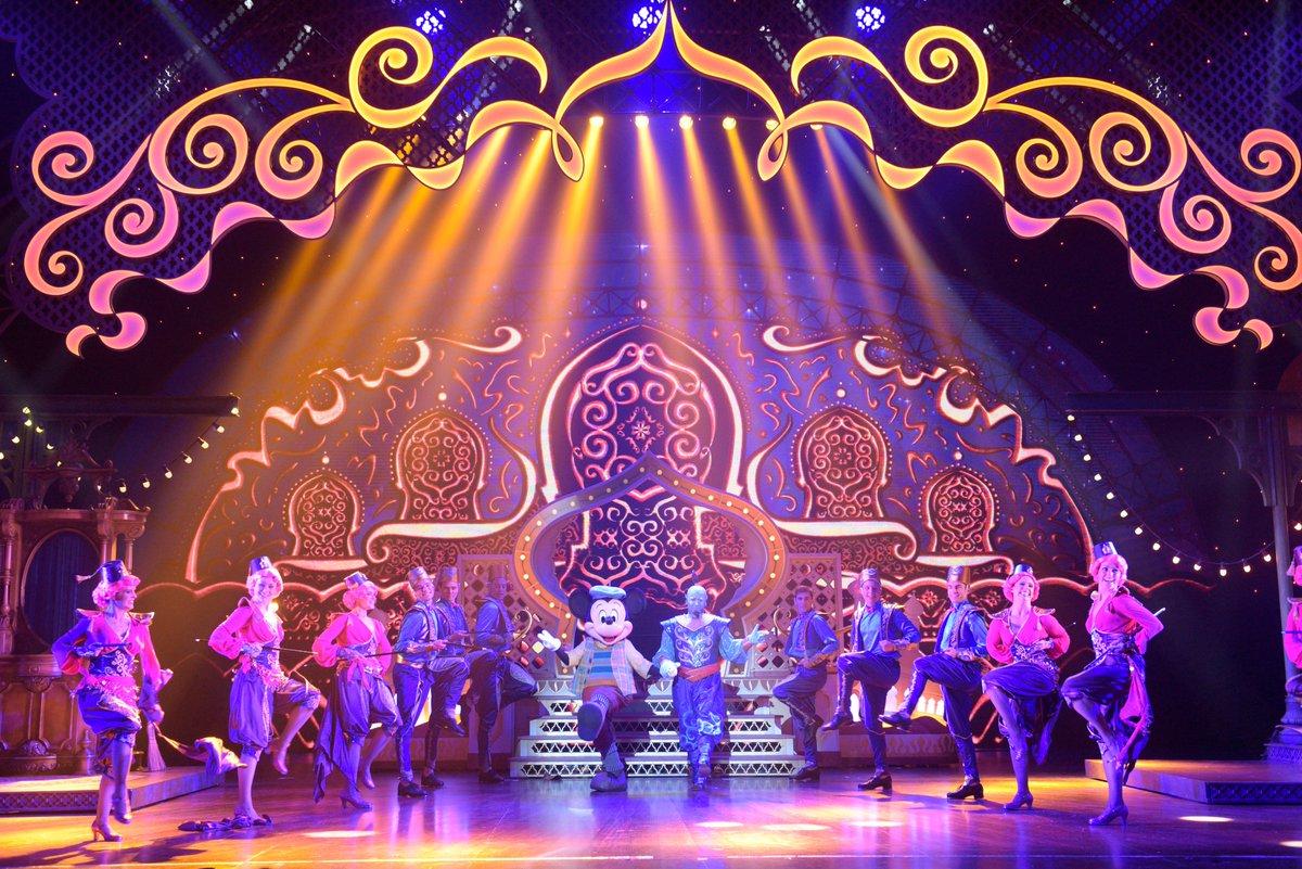 """Préparez-vous à vivre le rêve Disney d'une manière inédite en suivant Mickey dans son apprentissage de la magie dans """"Mickey et le Magicien""""...  🎩✨ À découvrir ce dimanche à 16h en exclusivité sur notre chaîne YouTube: https://t.co/FIq3ArAQeL #DisneyMagicMoments https://t.co/Ljsv6RlFsF"""