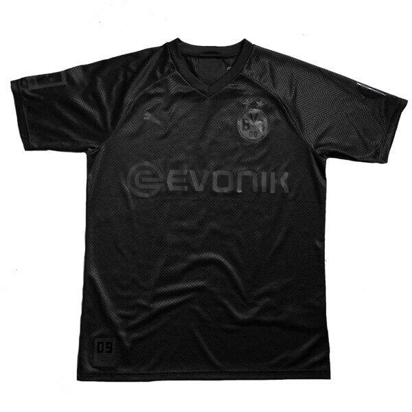 If Lewandowski scores first against Union Berlin today we'll giveaway another limited edition Dortmund blackout shirt! Retweet & follow us to enter! Good luck everyone🇩🇪⚫️ https://t.co/cnGUYilrG7