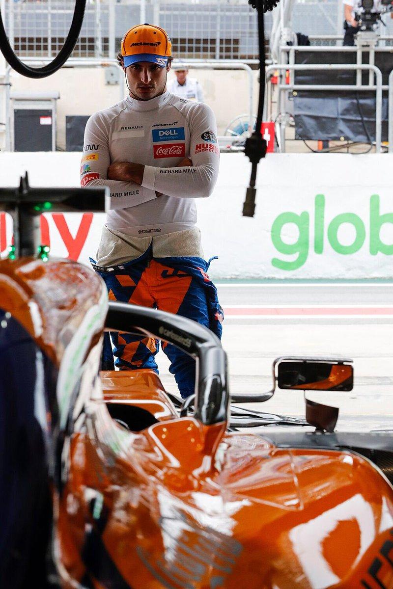 Grazie a tutti!! Ha sido uno de los momentos más emotivos de mi carrera pero ahora es cuándo más echo de menos volver a correr contra el resto de pilotos y con todos vosotros en las gradas. Espero que todos estéis bien y que pronto podamos volver a escuchar los motores de los @F1 https://t.co/DIel6n5g6n