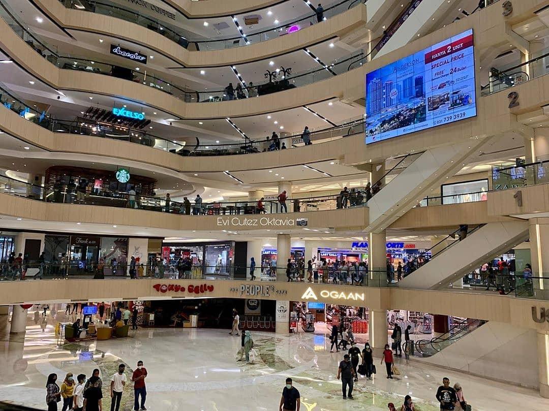 #indonesiaterserah #StopPolitikDitengahPandemi #PuraPuraBahagia Baru baru ini, Tanggal 17 Mei 2020, di Lokasi Salah Satu Mall di Surabaya. Mall boleh dibuka, tetapi Masjid Tetap ditutup hehehe, Dunia udah kebalik🙃 https://t.co/cIB1kG84iY