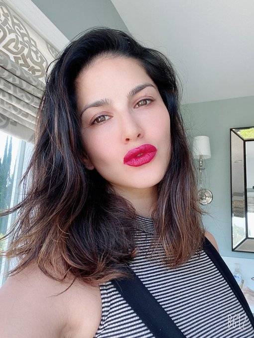 2 pic. Sporting the gorgeous #Rooberry shade by @starstruckbysl 💄 💋  . . Now available at flat 40% OFF