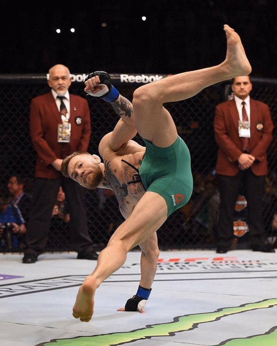"Martelo de Negativa 🇧🇷 ""Hammer from the floor"" #Capoeira #CapoÉire 🇮🇪 @reebok"