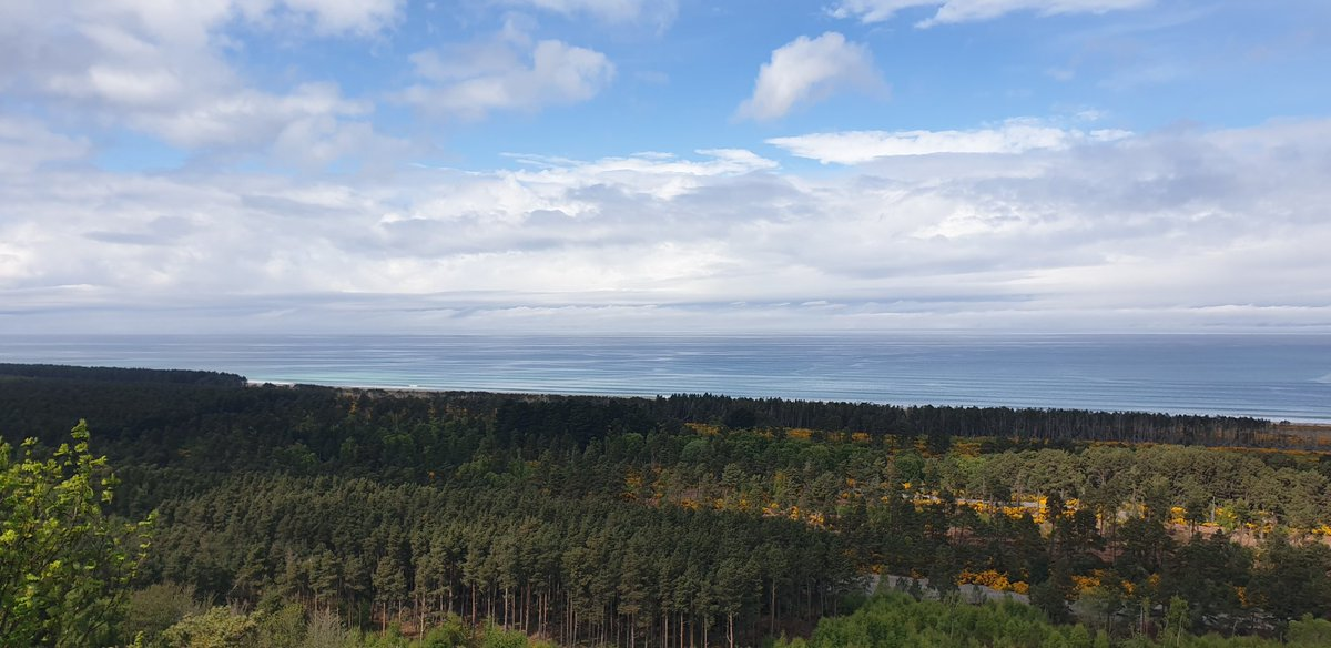 Briefly stopping near Binn Hill after some 🚴 mountain bike trails.   Another stunning day in Moray.   #TeamLossie #LossieLife https://t.co/spOpyNKAc8