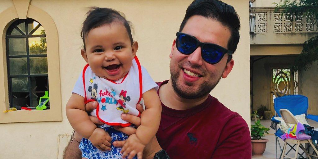 Les dejo la foto más bonita que verán el día de hoy, mi @CharlyZunigaMx con nuestra ahijadita #domingo #sundayfunday #bebé #niña #mederritodeamor #cositasbonitas #familia #amorpic.twitter.com/lR8Prktsje