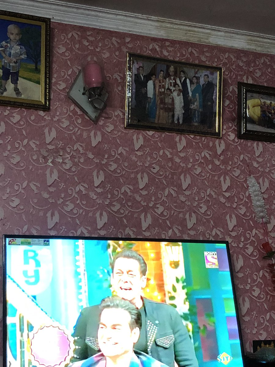 Watching @BeingSalmanKhan bhaiya on the #TheKapilSharmaShow now on @SonyTV . Regards<br>http://pic.twitter.com/vCszM6fMRT