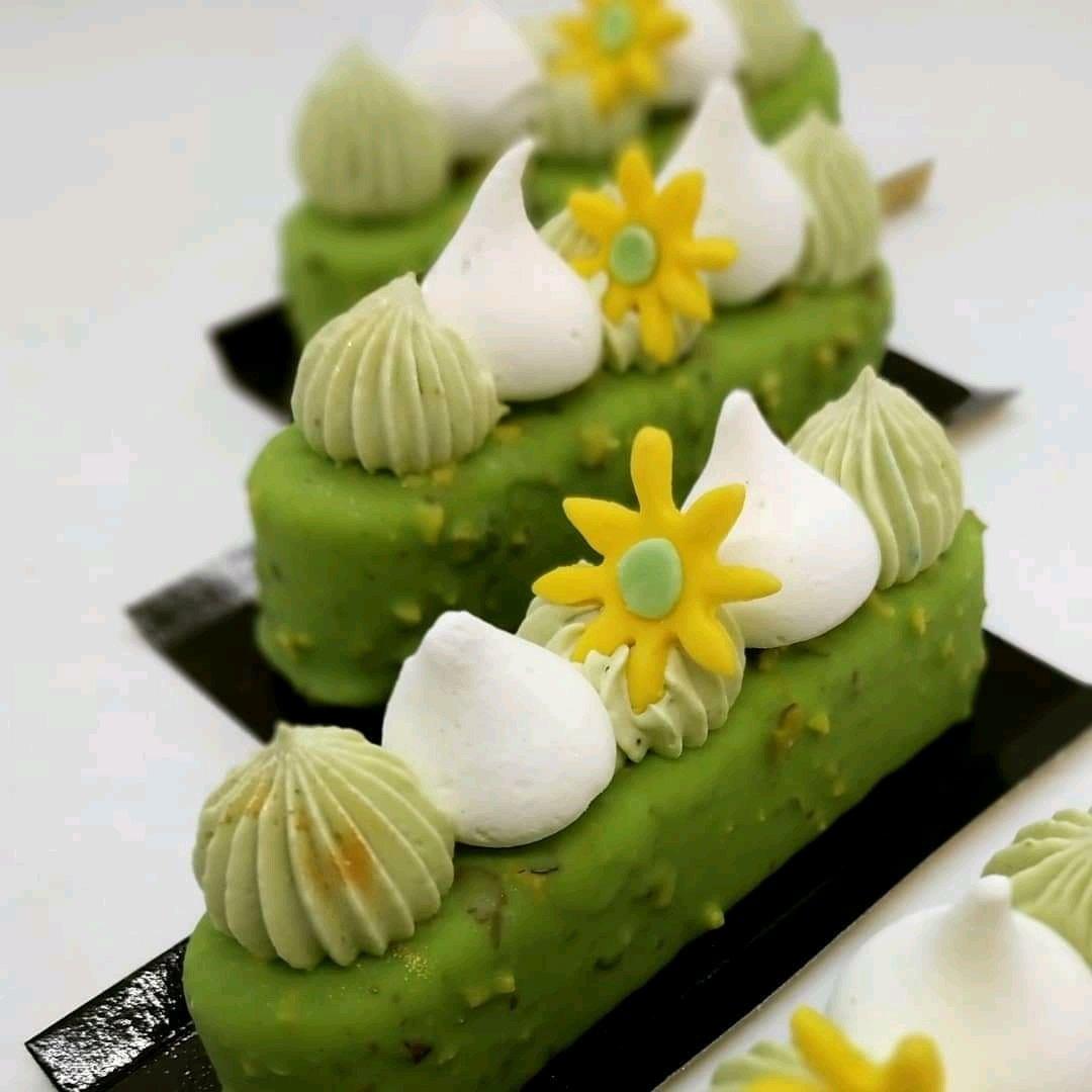 cheesecake pistache<br>http://pic.twitter.com/kh89wEZe0h
