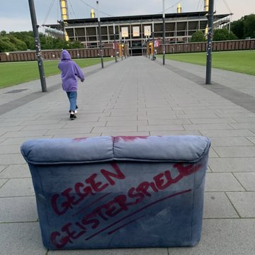 "FC Koln protest against the restart of football in Germany ""Stadium instead of sofa! Against ghost games!"" #effzeh"