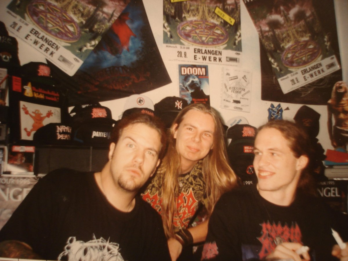 25 Years of Domination: Metalpicture of the Day: David Vincent and Erik Rutan from Morbid Angel  and me , 1995 in Nuremberg / Germany. #MorbidAngel #DeathMetal #Metal #USMetal #Metalvinyl #Vinyl #Metalcollection #90s #Heavymetal #Metal @ErikRutanpic.twitter.com/XIKYr2gJeG