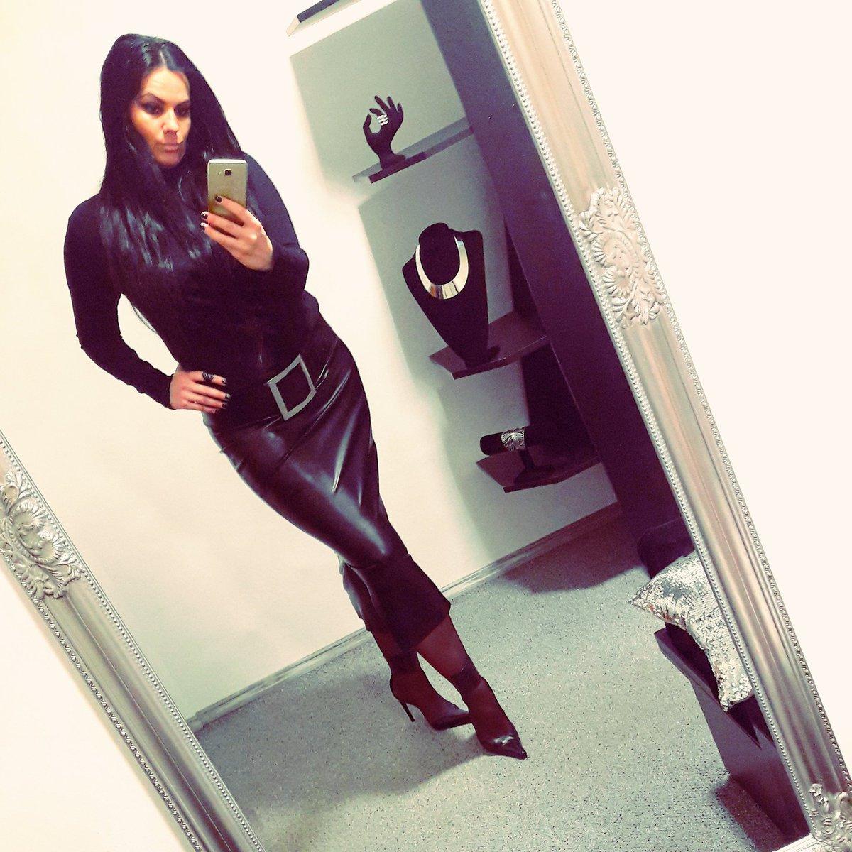 Me💥#leatherskirt #leatherstyle