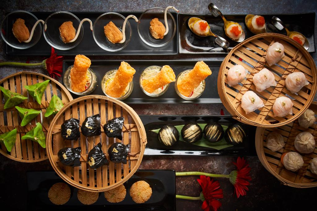 """Fulfill your body and soul with a luxurious stay in our Executive room including a bountiful """"All You Can Eat Dim Sum"""" lunch from Liu from only THB 5,000! ☎️ 02-690-9999 🖱 https://t.co/hjI6wmbLxo #Liu #ConradBangkok #ConradBangkokHotel #EatDrinkHilton #ConradHotels #Staycation https://t.co/91UO3mUU9Q"""