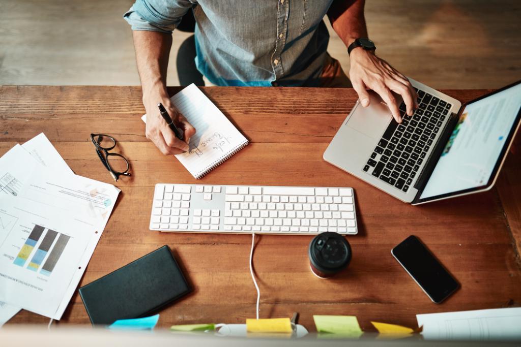 Gestern war #WorkFromHome Tag! Egal ob noch daheim oder schon wieder im #Office: Jeder hat ja so seine eigene Routine. Wir freuen uns auf Tipps in den Kommentaren! 👇👇👇 #HomeOffice