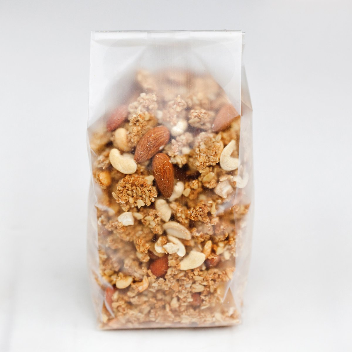 We're straight-talking here at Yock and believe in complete transparency. We also believe completely in what we do: the recipe, the wholesome ingredients, the wholegrain British oats, the taste and of course that big crunch from those delicious nutty clusters!  #ispygreattaste pic.twitter.com/wWKWZ61R1U