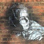 Image for the Tweet beginning: В Лондоне уличное искусство так