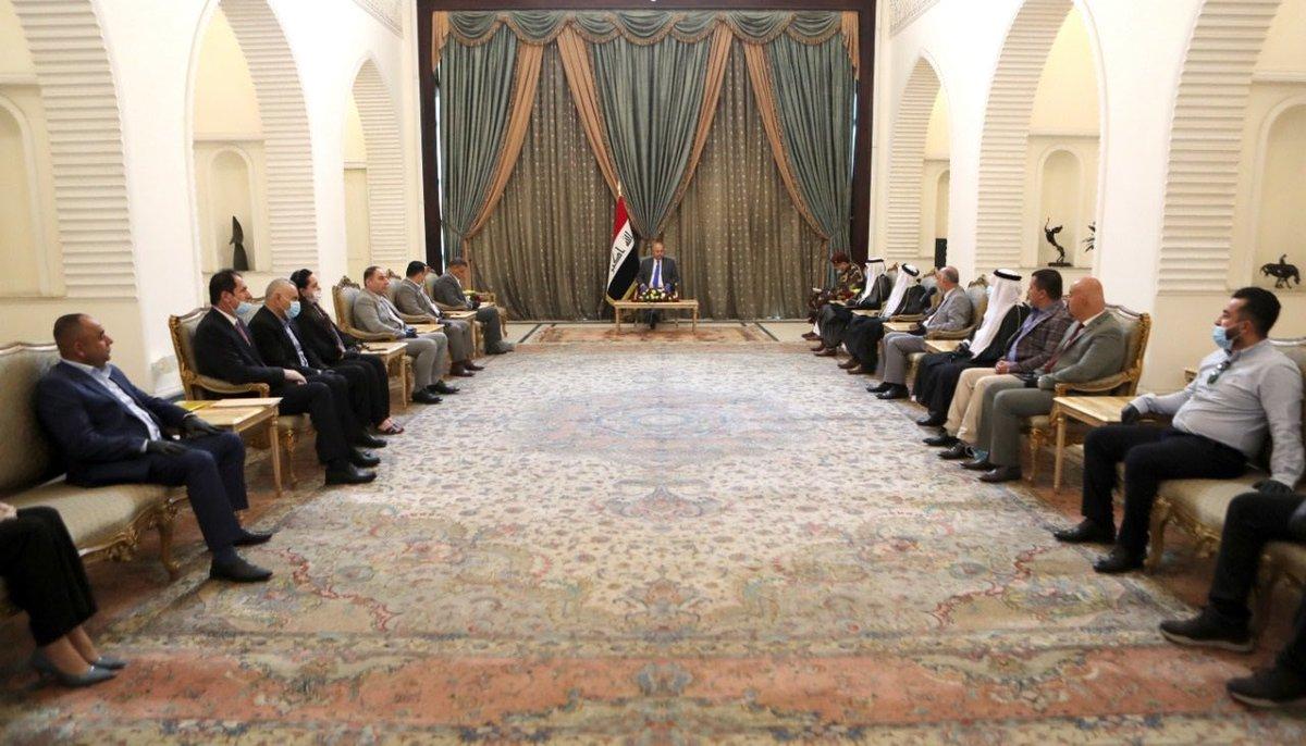 رئيس الجمهورية @BarhamSalih يستقبل، في قصر السلام، محافظ ديالى مثنى علي التميمي وعدداً من شيوخ ووجهاء المدينة بحضور أعضاء من مجلس النواب. https://t.co/jdZszAsjf7
