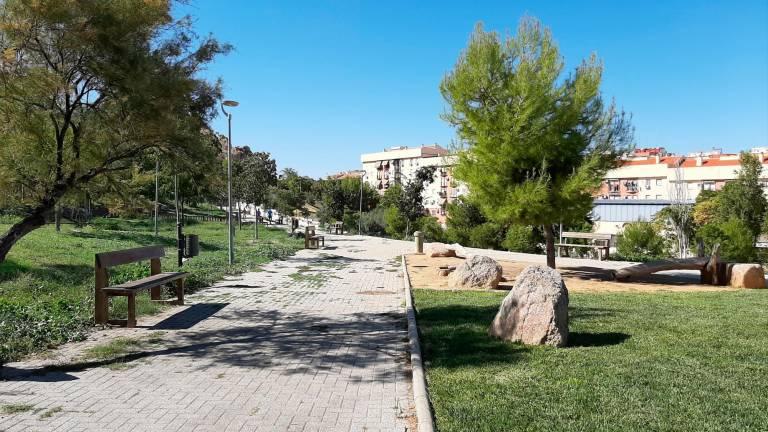 ¿Sabíais que en 2014 homenajearon a @Santihumor en Jaén poniéndole su nombre a un parque?  Parque Humorista Santi Rodríguez, se llama.  Os lo contamos aquí: https://t.co/Ol9cKCJctZ https://t.co/lnqBw6nDDT