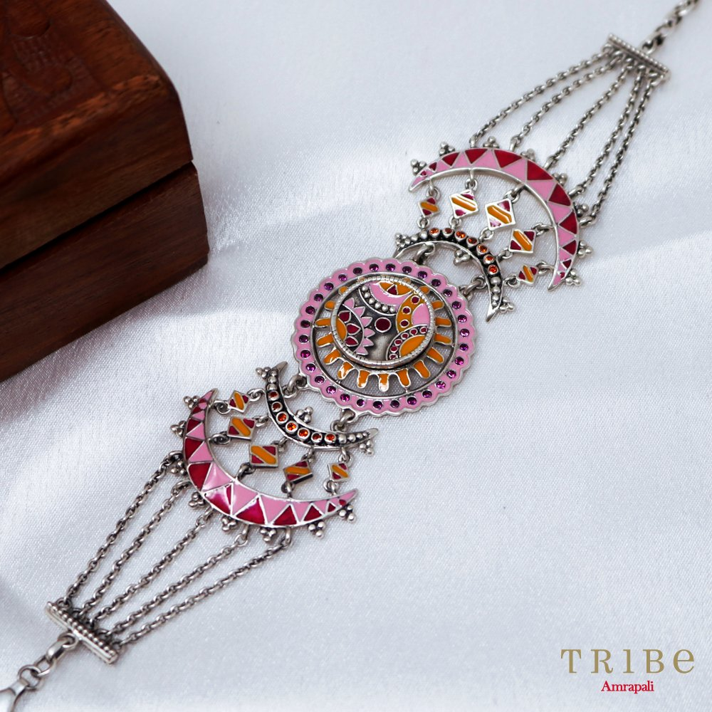 This classic bracelet will go with any outfit, no matter the occasion. Shop from our Rangeeli Collection here: http://bit.ly/TribeRangeeliCollection…  #TribeAmrapali #Jewellery #JewelleryLove #FashionJewellery #RangeeliCollection.pic.twitter.com/TPZuUvKzk3
