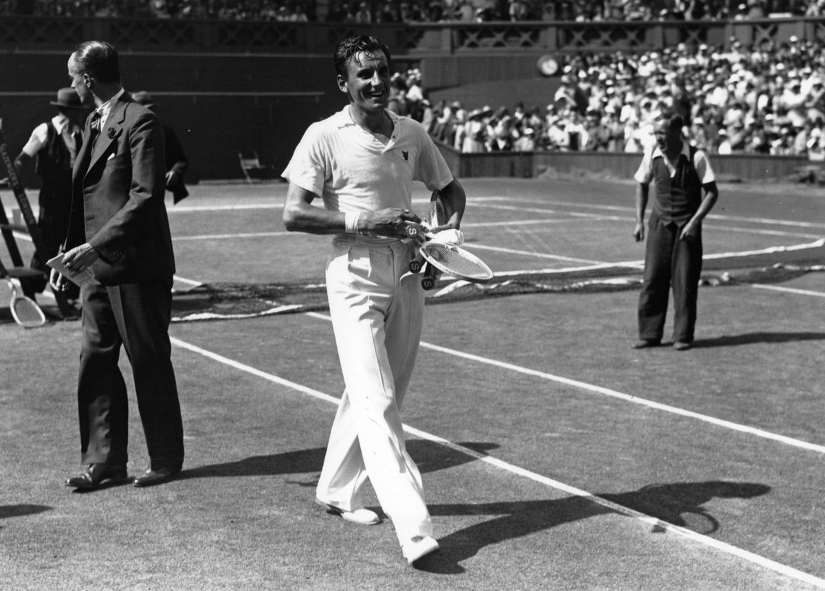#OnThisDay in 1909 British tennis icon Fred Perry was born  🏆 First man to complete the career Grand Slam 🎾 3-time @Wimbledon champion 🇬🇧 4 consecutive @DavisCup titles with Great Britain 👑 A true tennis legend https://t.co/uQ7zltfUTQ