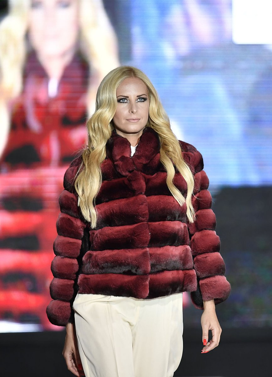 Throwback – at Gala show, feminine and sophisticated chinchilla allure   #WhenLegacyMeetsTheFuture #KastoriaInternationalFurFair #kiff #kastoria #kastoriafurcity #fur #womenswear #trends #throwback #whatiwore #fashiongoals #tbt #fashion #style #styleiswhat #streetstyle https://t.co/lU9slEHaaT