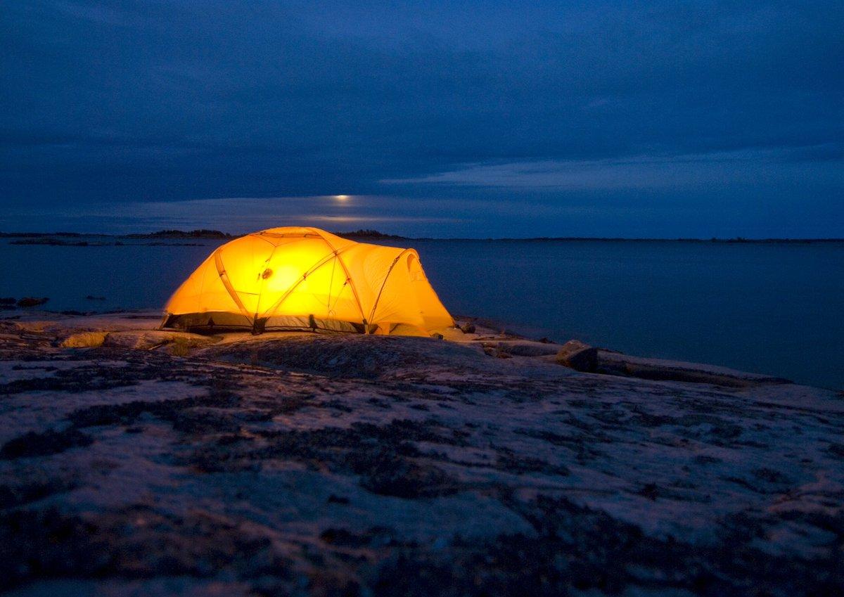 Midnight camping in Sweden . Credits: Erik Leonsson/imagebank.sweden.se #Sweden #wildcamping #wintercamping
