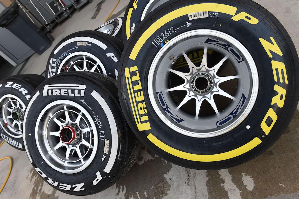 Als het aan Pirelli ligt, verliezen de teams voor het komende seizoen de vrije bandenkeus. De bandenfabrikant heeft aan de teams het plan voorgelegd om met van te voren toegewezen bandensoorten te gaan rijden. #f1nieuws https://t.co/7W45gpeyFv https://t.co/0BgUc2CMdd