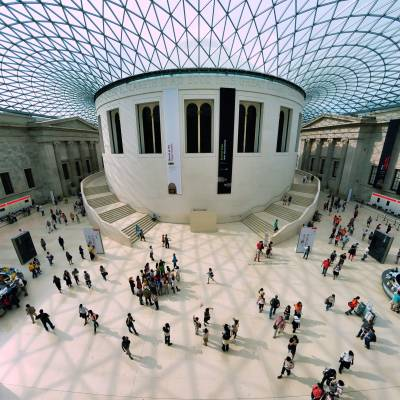 To celebrate #InternationalMuseumDay2020 we're highlighting Turing Fellow @TahaYasseri's project 'Listening to the crowd' which used #data to understand @britishmuseum visitors' behaviour – this research is essential as #SocialDistancing becomes the norm. https://t.co/ZNsWOO1A4D https://t.co/VCcSkEVzFK