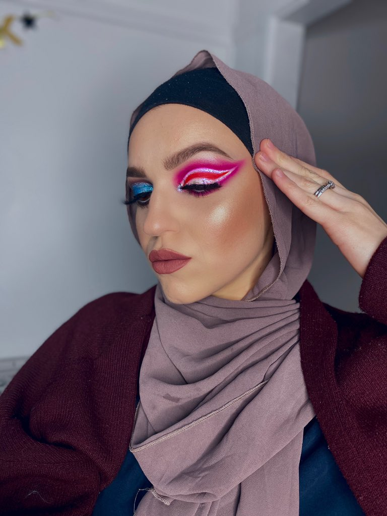 "@ABHcosmetics #browwiz / #dipbrowgel / #luminousfoundation @hudabeauty #orangeneonobsessionspalette / #tantour  @MorpheBrushes Liquid Lipstick ""Jealousy"" @jaclyncosmetics Accent Light Palette ""The Flare"" @fentybeauty Primer  #makeupaddict #morphebabe #abhpic.twitter.com/rI8g41dGBt"
