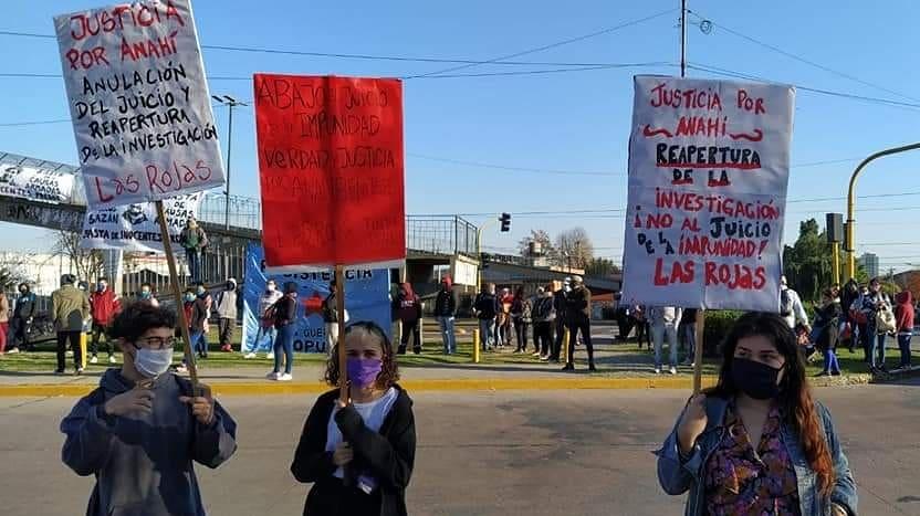 #AHORA |JUSTICIA POR ANAHÍ BENÍTEZ   Frente a los tribunales de #LomasDeZamora exigiendo la reapertura de la investigación del caso de Anahí Benitez. La justicia pretende cerrar el caso a espaldas de la sociedad para garantizar la impunidad.  @NuevoMASsurpic.twitter.com/ozmJ2m8C3Z – at Tribunales Lomas de Zamora